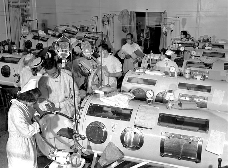 Iron-Lung-Ward-1955